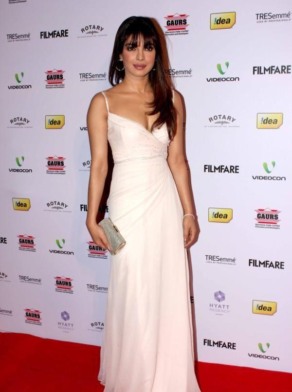priyanka-chopra-at-58th-filmfare-awards-2013-4