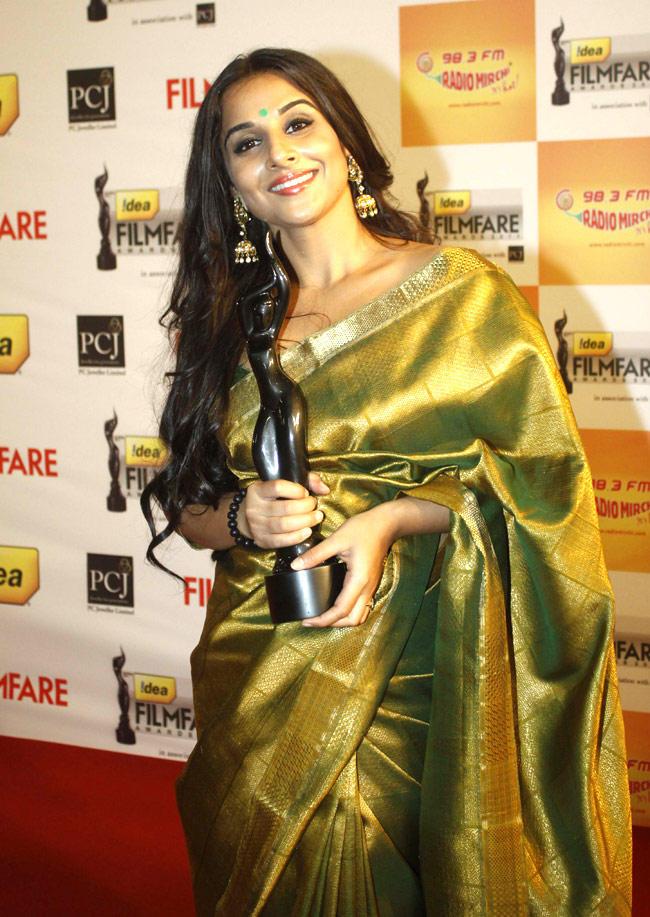 vidya-balan-saree-filmfare-awards-function