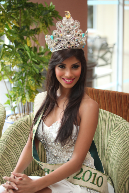 Miss-Earth-2010-Nicole-Faria-1