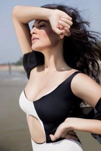 Jacqueline Fernandez Hot Photoshoot Stills June 2013 (2)