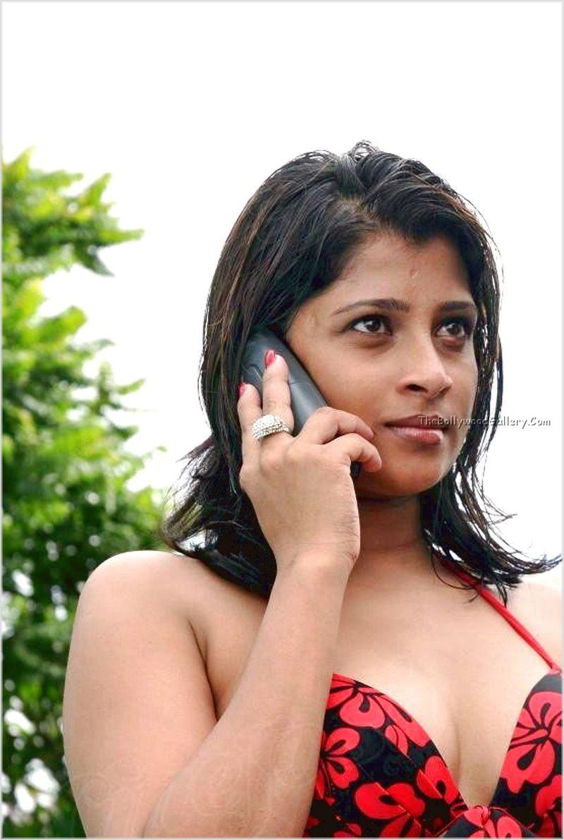 Nadeesha-Hemamali-In-Bikini-17