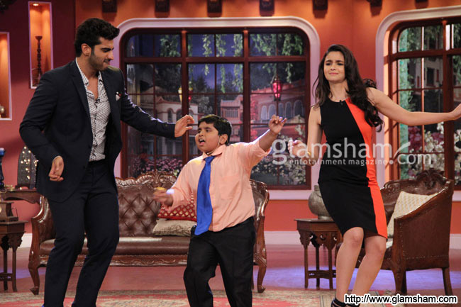05-2states-cast-on-the-sets-of-comedy-night-with-kapil