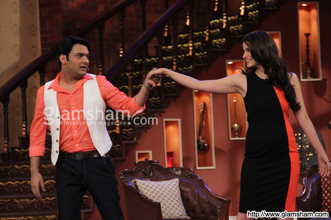 06-2states-cast-on-the-sets-of-comedy-night-with-kapil