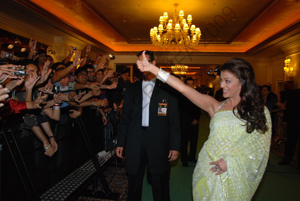 Aishwarya-at-IIFA-Awards-GreenCarpet