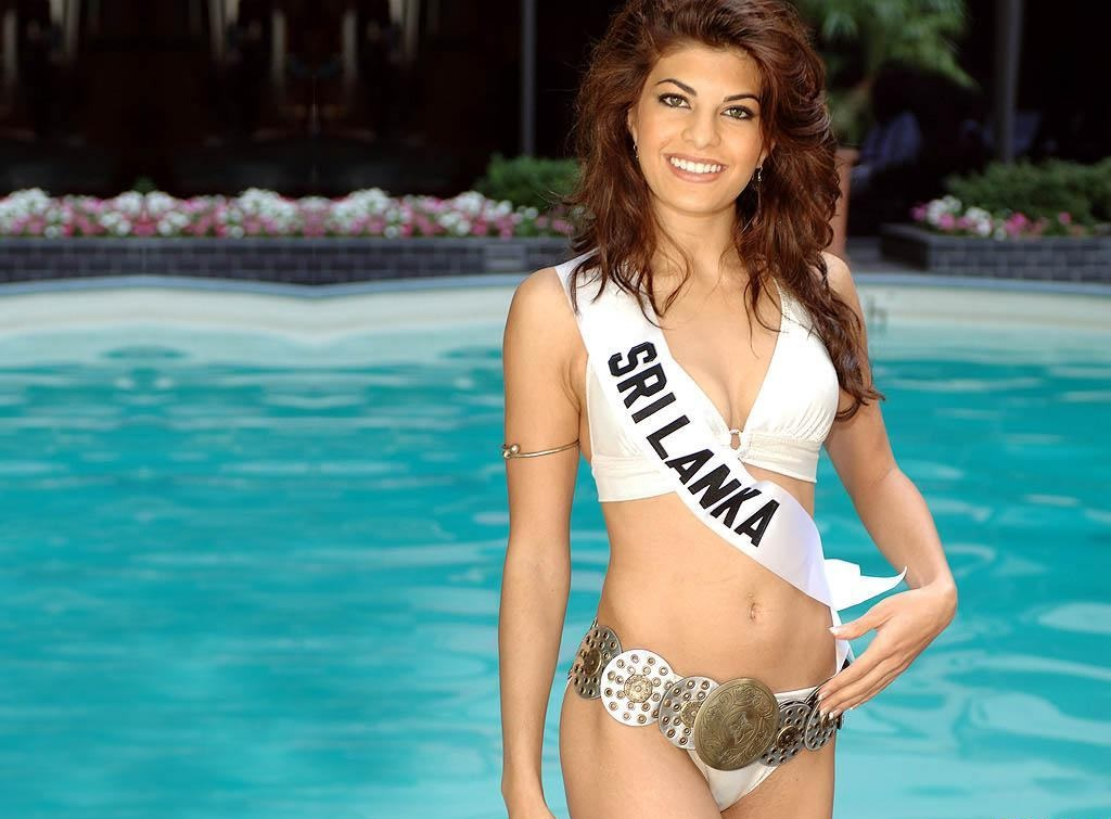 Jacqueline-Fernandez-Hot-HD-Wallpapers16