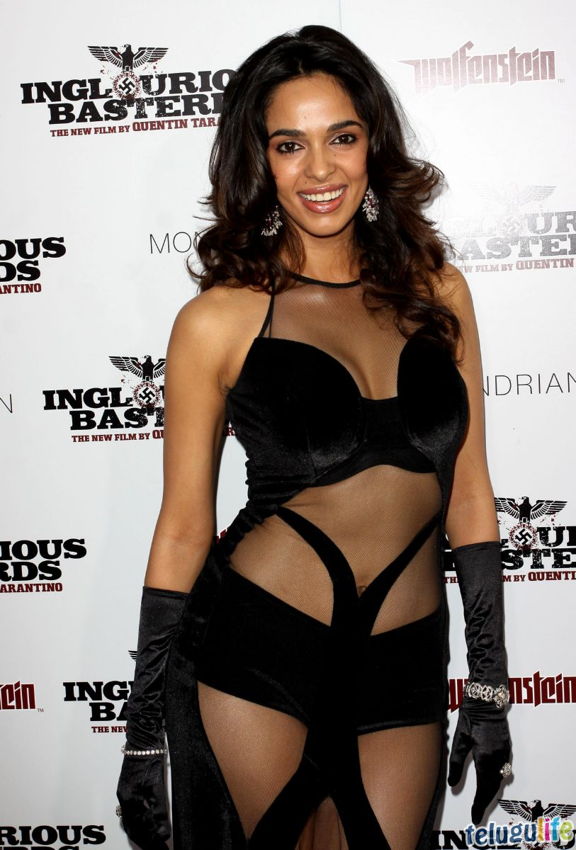 Mallika-Sherawat-Hot-Collection_017