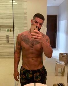 drake-shirtless-new-tattoo-embed