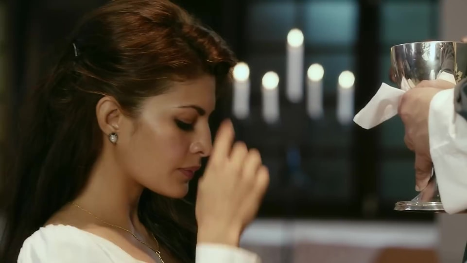 jacqueline-fernandez-in-official-trailer-according-to-matthew-2018 (1)