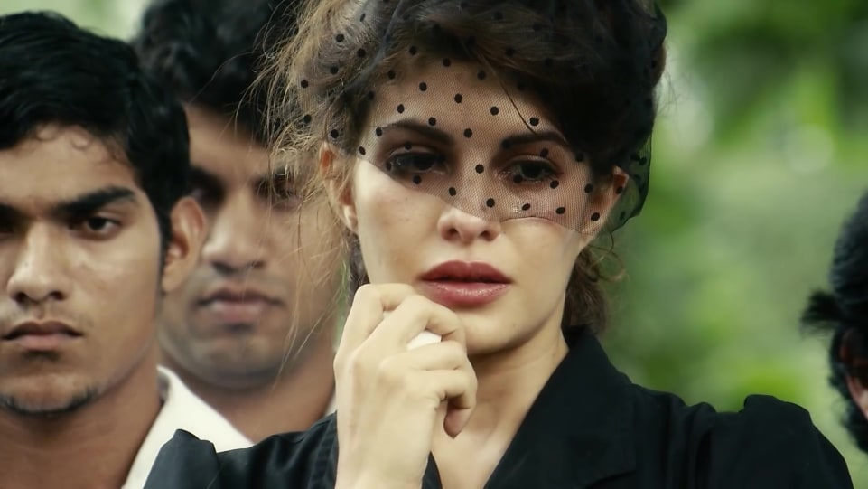 jacqueline-fernandez-in-official-trailer-according-to-matthew-2018 (4)